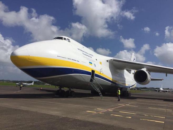 EDF affrète un des plus gros avions du monde : l'#Antonov , pour secourir les populations des îles du nord ! 40 groupes électrogènes supplémentaires pour rétablir l'électricité.