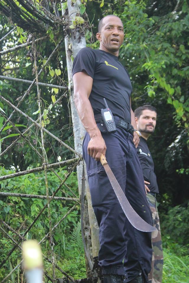 Les gendarmes se sont défendus avec des coutelas