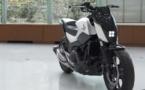 Honda dévoile une moto qui tient en équilibre toute seule