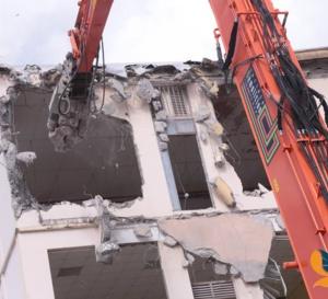 Démolir le Lycée SHOELCHER au lendemain d'une cuisante défaite politique est aussi un message.
