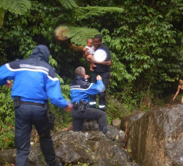 Sept nouvelles personnes surprises par la montée des eaux à Grand-Rivière.