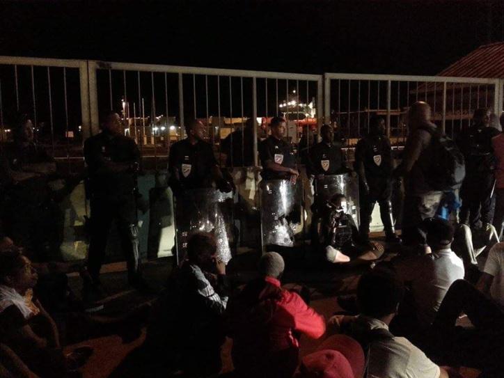 21 h 04 Actuellement en MQ L'ASSAUPAMAR seule face au CRS pour sauver la population?