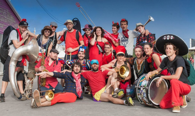 Photo de ce qu'il convient d'appeller Un carnival Jazz Band . Photo PBK