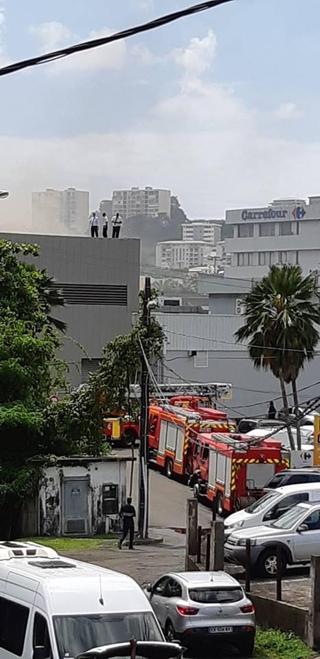 Que se passe-t-il à Carrefour Dillon , les pompiers sont là !