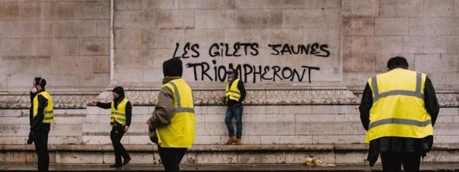 La France , la Réunion et nous ! Tribune libre de Révolution socialiste .