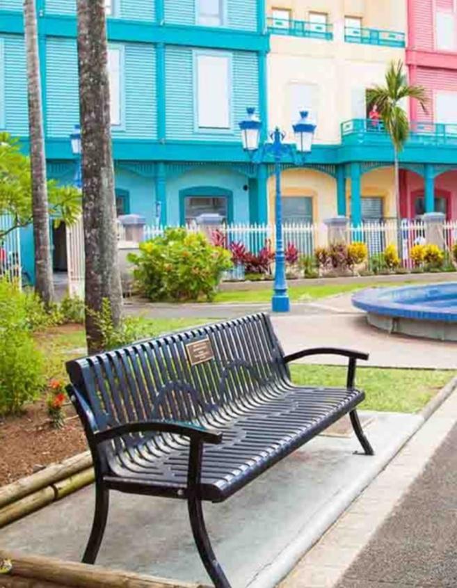 Toni Morrison par le biais de sa fondation la « Toni Morrison Society » a fait poser un banc commémoratif en Martinique !