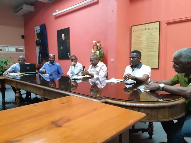 Rencontre en mairie du conseil citoyen pour expliquer les problèmes.