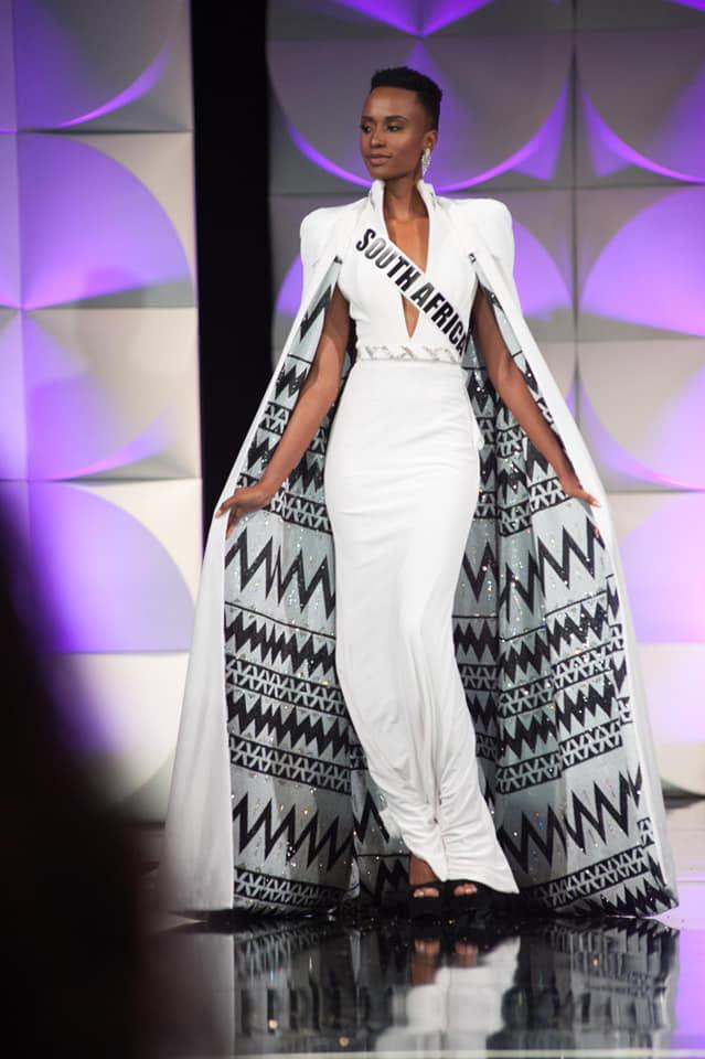 Sud Africaine, cheveux coupés ! Absolutely beautiful,  elle est La Miss Univers 2019 / 2020
