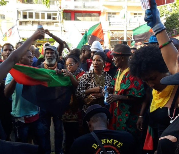 Justice lacrymogène à Fort de France, la rue dit non !