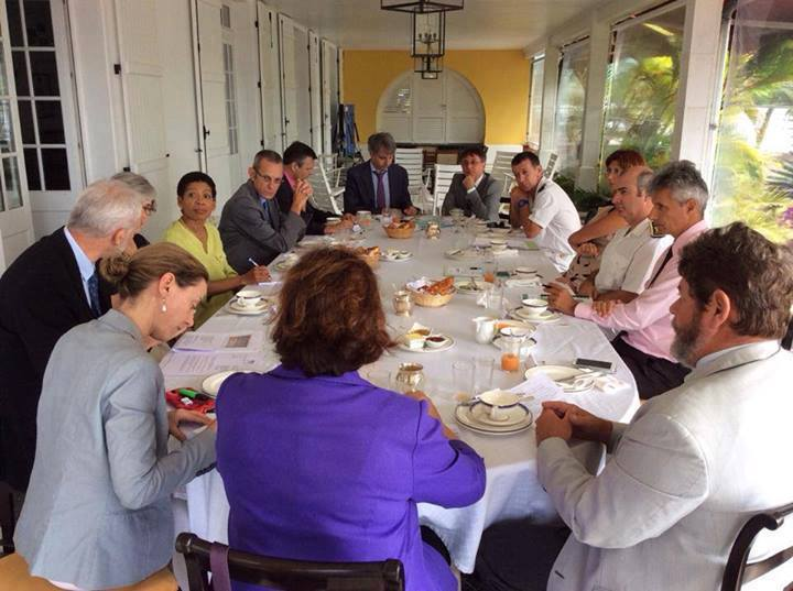 Services de l'état reunis en conclave durant la visite du ministre des outremers