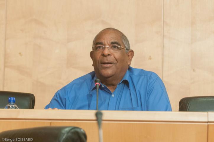 Que répond la majorité régionale aux accusations de Daniel MARIE SAINTE ?