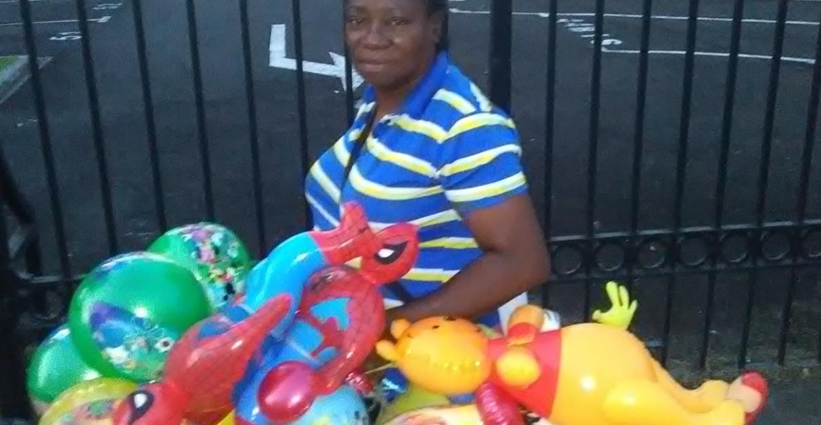 Photo d'une ressortissante Haïtienne au combat en Martinique. La solution communautaire avec les avantages induits. Un exemple pour des Martiniquais, frousseux et trop fières pour se tirer le doigt du .....