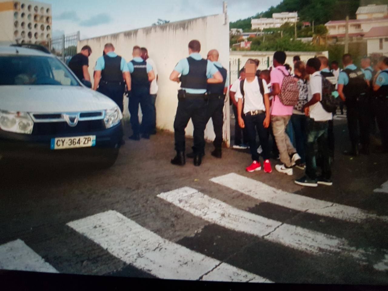 Contrôle de Gendarmerie aux abords d'un établissement scolaire...Des produits stupéfiants !