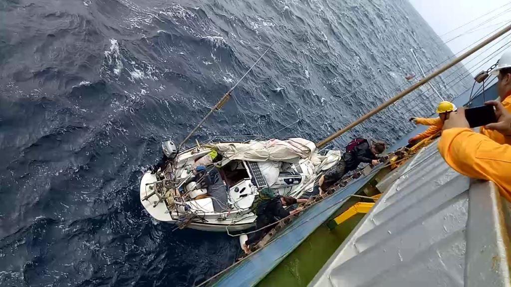 Trois plaisanciers secourus au milieu de l'océan Atlantique Vendredi 09 février 2018