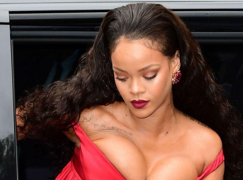 Martinique Caraïbes: Regardez comment Rihanna était habillée à la Saint Valentin !