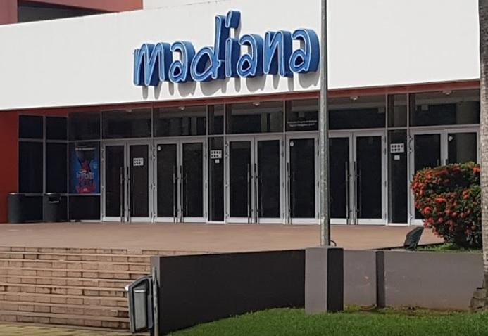 Qui sont ces femmes photographiées dans les toilettes de MADIANA ?