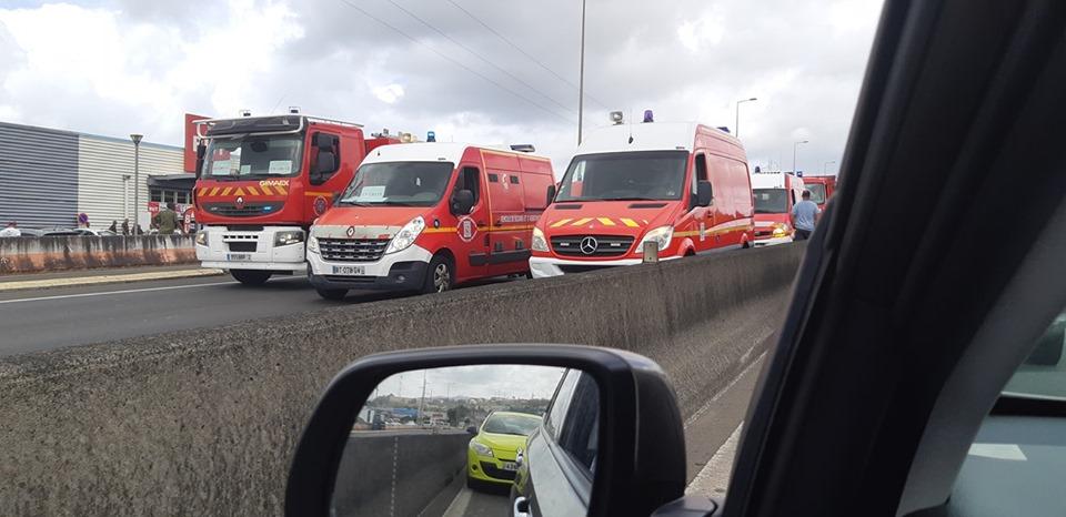 Ici les pompiers en direction de l'IMS pour participer au dévoilement du drapeau !