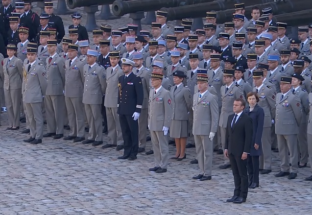 CÉRÉMONIE - Un hommage national est rendu ce lundi 2 décembre aux Invalides aux treize militaires français.