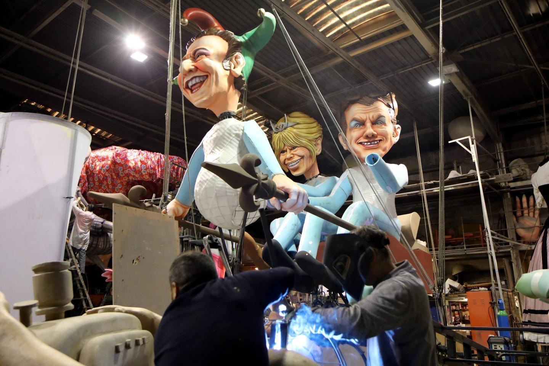 Brigitte et Emmanuel Macron moqués au Carnaval de Nice : ce char qui va faire parler