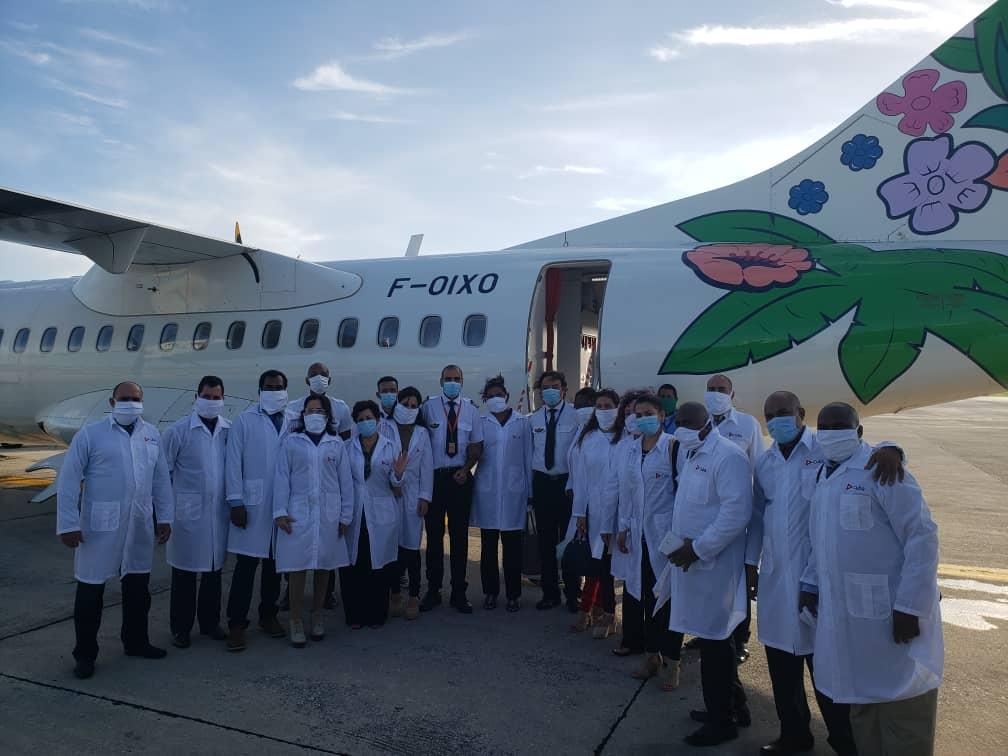 Grand Reportage / L'équipe des sports, des médecins cubains est bien arrivée en Martinique !