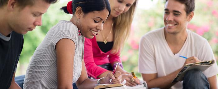 Le salon du lycéen est une manifestation qui permet à chaque lycéen des voies générale, technologique et professionnelle, de finaliser son projet de formation post-bac et d'insertion professionnelle.