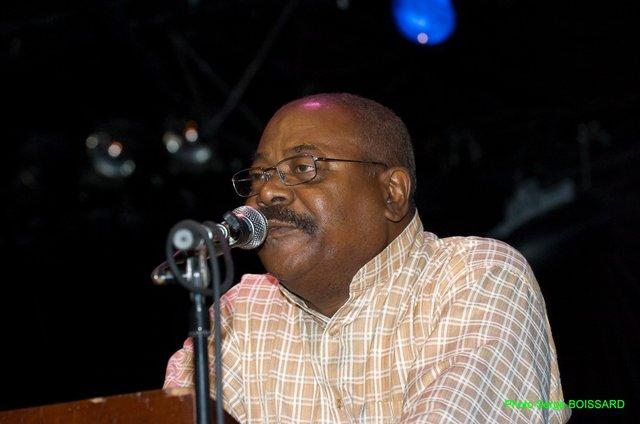 Relance du débat sur l'indépendance de la Martinique. Max DUFRENOT répond à MONDESIR Edmond