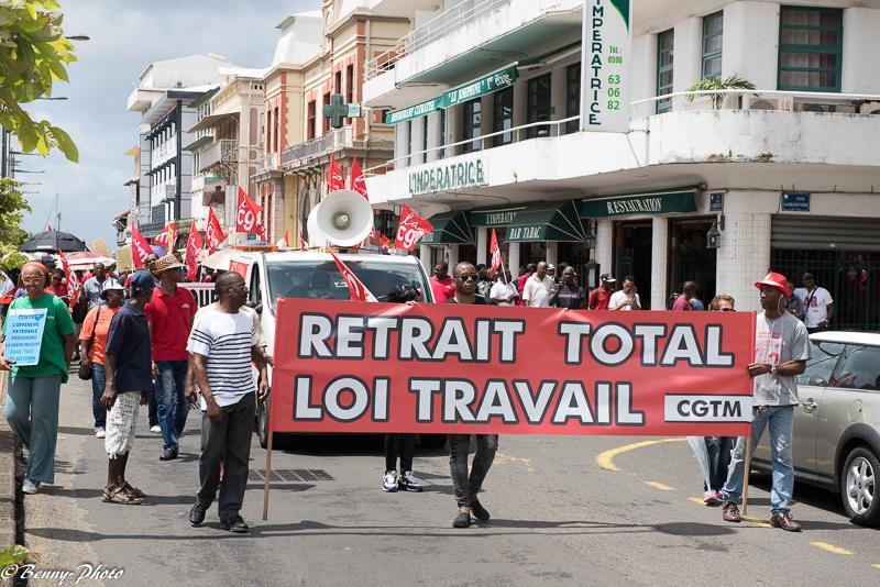 Un peu plus de 1000 personnes ont répondu à l'appel  De nombreux syndicats ont appelé à une grève nationale et interprofessionnelle le jeudi 31 mars 2016. Ils protestent contre le projet de loi sur le travail El Khomri.