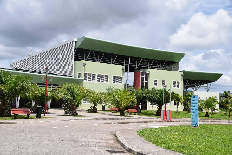 Jean-Philippe NILOR, nouveau président de l'Institut Martiniquais du Sport a fait le tour de l'ensemble des infrastructures du site.