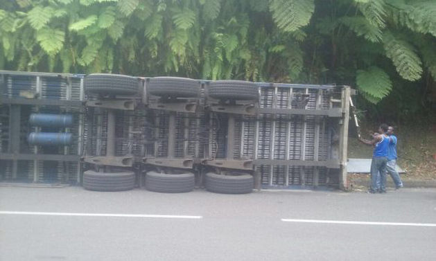 AJOUPA BOUILLON un camion sur le dos