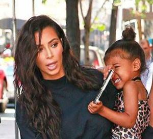 Kanye West et sa femme Kim Kardashian auraient fait appel à une agence de mères porteuses