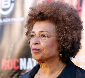 Angéla Davis : activiste  communiste, anticapitaliste  lesbienne, féministe, afrodescendante  !