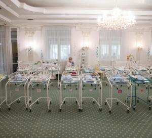 Lu pour vous-Frontières.Une centaine de bébés nés par mère porteuse sont bloqués en Ukraine à cause du confinement