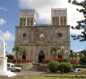 Le juge des référés du Conseil d'État ordonne au Gouvernement de lever l'interdiction générale et absolue de réunion dans les lieux de culte