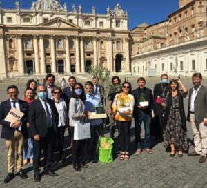 Audrey Pulvar était au Vatican ..avec une délégation elle est venue inviter le Saint Père à Paris, .