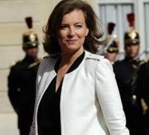 """Valérie Trierweiler serait toujours """"disposée"""" à accompagner le président lors de son déplacement aux Etats-Unis le 11 février prochain."""