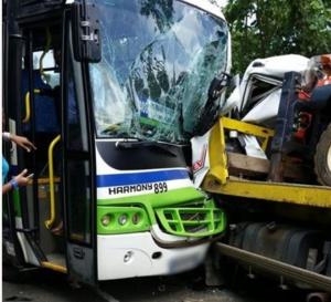 Accident  à Pelletier cet après-midi 26 janvier 2016 entre deux poids lourds