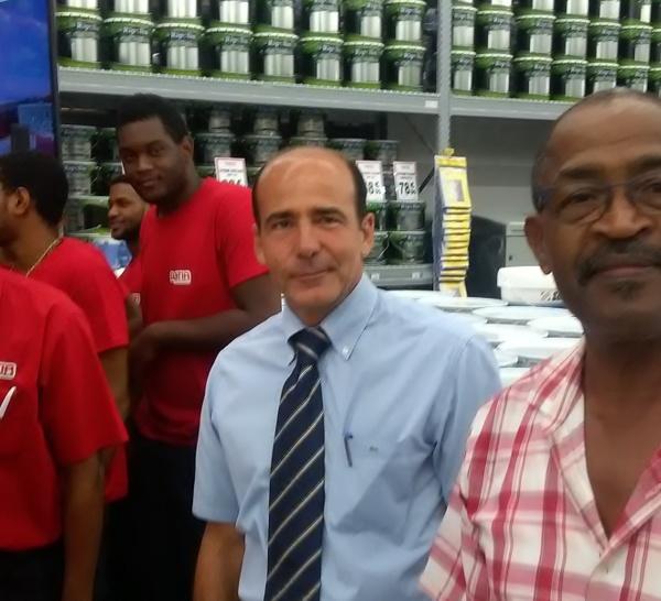 Charles André MENCE : Il dit qu'il ne revient pas, mais aide à la création de 150 emplois à DUCOS.