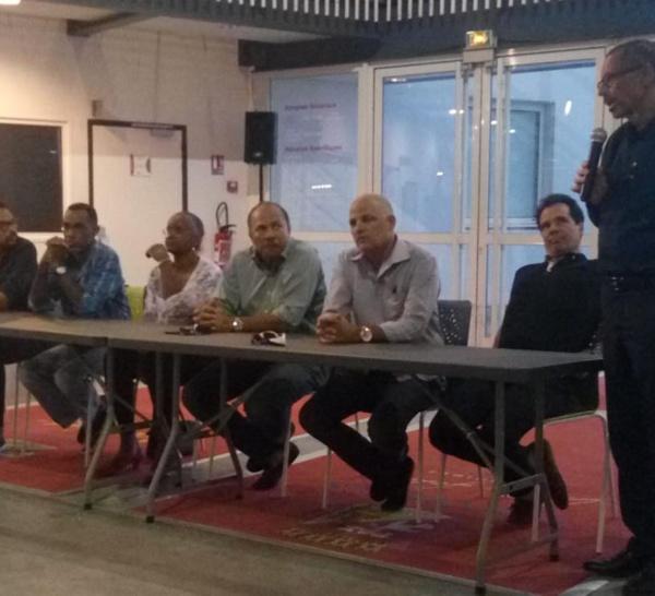 """Le collectif """"CHUM douvan"""" et des maires de MARTINIQUE appellent à la grève !"""
