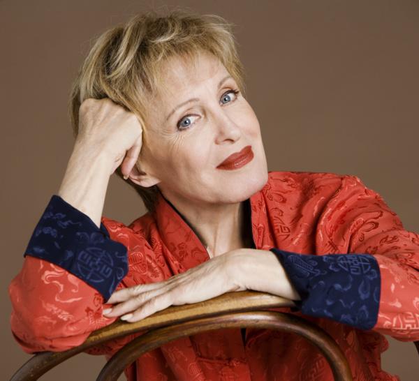 Invité du jour / Nicole Croisille. .. Elle naît le 9 octobre 1936 à Neuilly (Hauts-de-Seine).