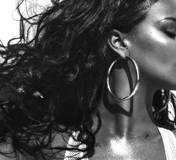 Femmes noires et déterminées à faire fi des obstacles et à prendre sa place dans les sociétés.