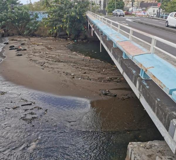 Le curage de l'embouchure de la rivière Madame est de la compétence de l'Etat.