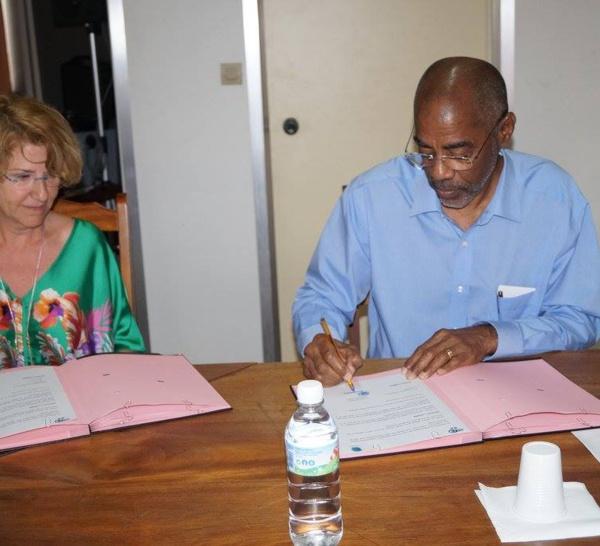 François : Signature de convention pour  prendre en charge des élèves exclus