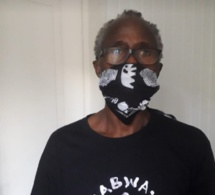 Ici on voit que le journaliste Adams Kwateh a fait le choix des masques alternatifs